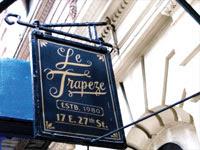 Le Trapeze sign