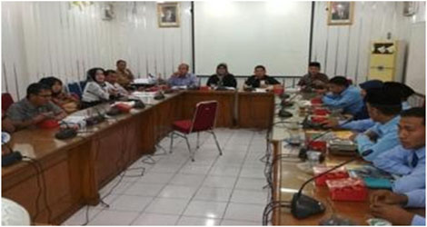 Ketua DPRD Kota Padang, Elly Thrisyanti :  Belun Tanda Tangan ,Gaji Atau Honor Yang Mereka Terima Tentulah Ilegal.
