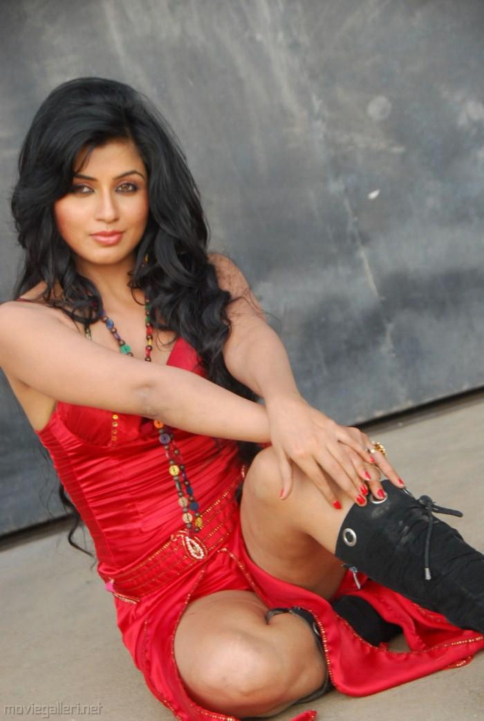 Can Aarthi puri hot