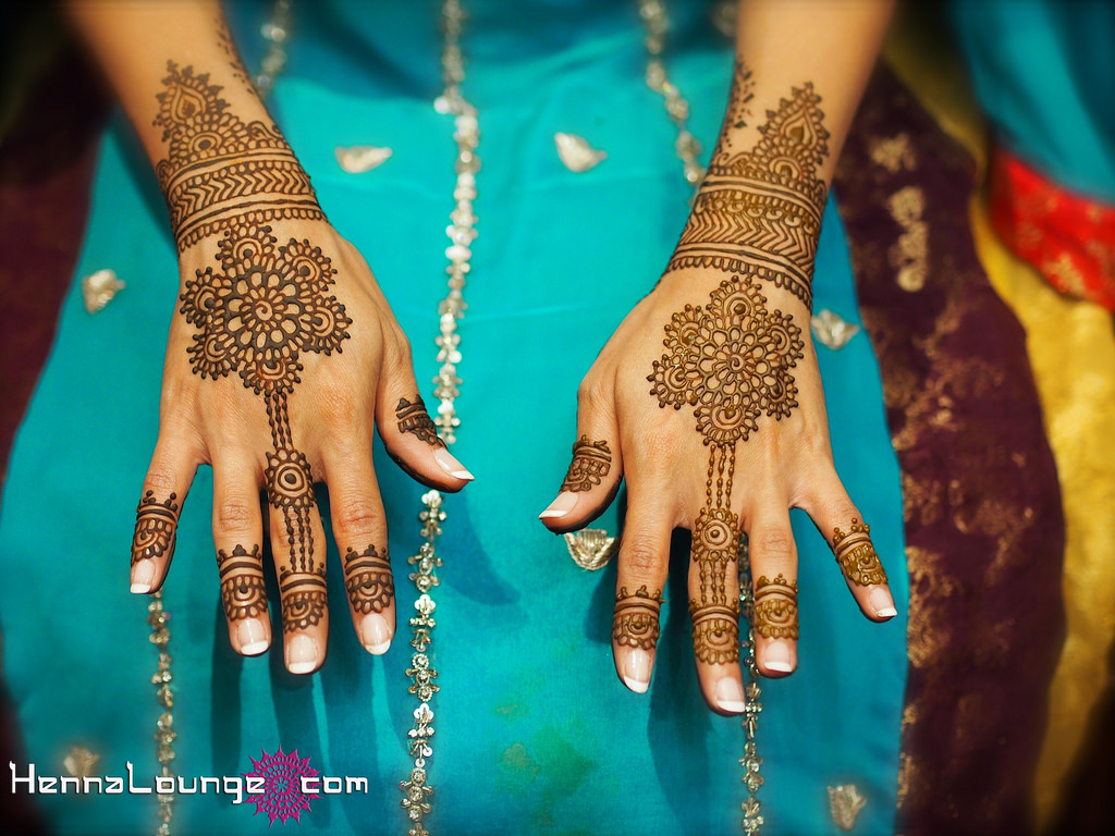 Cute Arabic Mehndi Designs For Hands