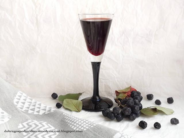 nalewki na jesień - aroniówka, pigwówka, pigwowcówka, jarzębinówka, z owoców dzikej róży