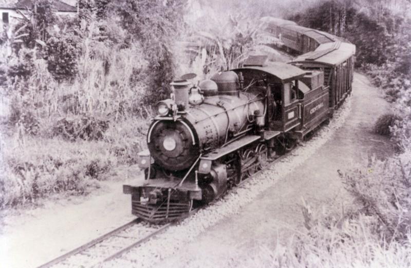 efa41ee47758c Trem da Central no ramal de Mercês em Oliveira Fortes (Manoel  Monachesi acervo Jorge Fernandes)