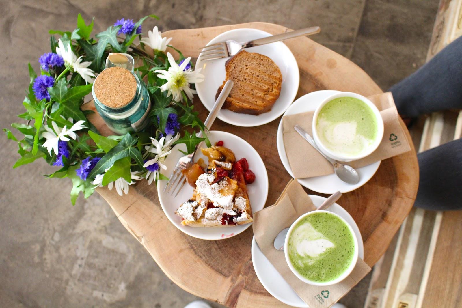 Little Kind Cafe Munich matcha latte vegan cakes banana bread