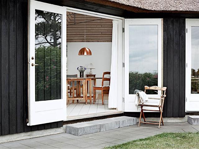 porte-fenêtre d'une maison de vacances danoise