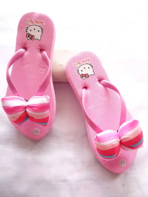 Sandal Cantik Teplek Pita Polk RAI Tanggung