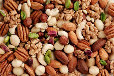 Nuts contains fatty acids and vitamin E good for eyes