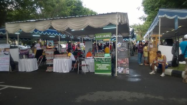 Bazaar yang dipenuhi banyak stand