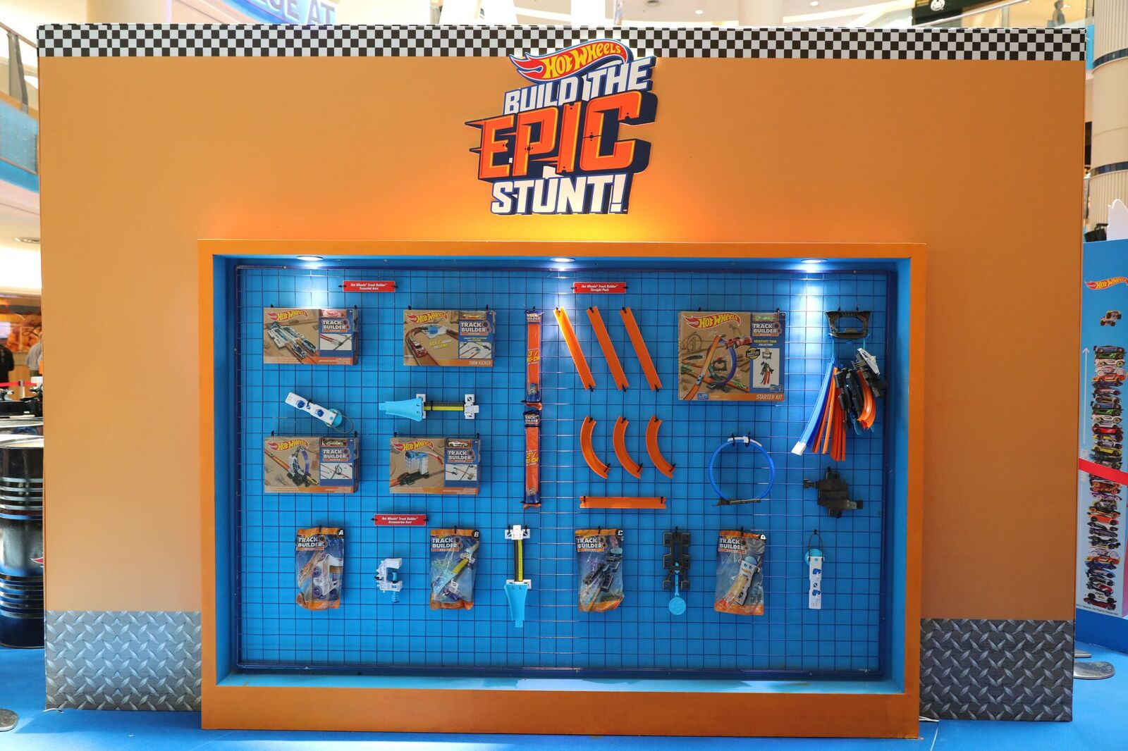 My Mom\'s Best: The Launch of the Hot Wheels® Track Builder Combined ...