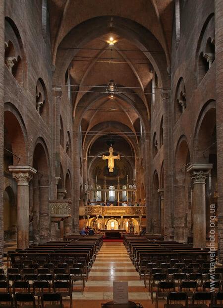 Интерьер собора в Модене