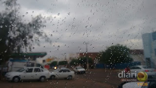 Chuva é registrada na cidade de Sousa, muda clima e deixa quinta-feira preguiçosa
