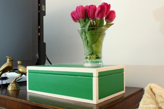 green keepsake box with white borders