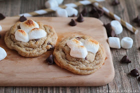 Toasted marshmallow s'mores cookies - so gooey, flavorful, and delicious!
