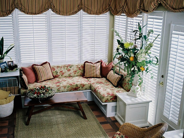 cottage style furniture living room with window seat   Candice Olson Window Seats Designs Ideas 2012   Modern ...