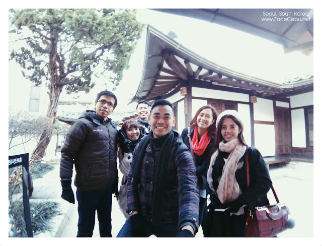 Another wide group picture at Bukchon Hanok Village Tourist Information Centre