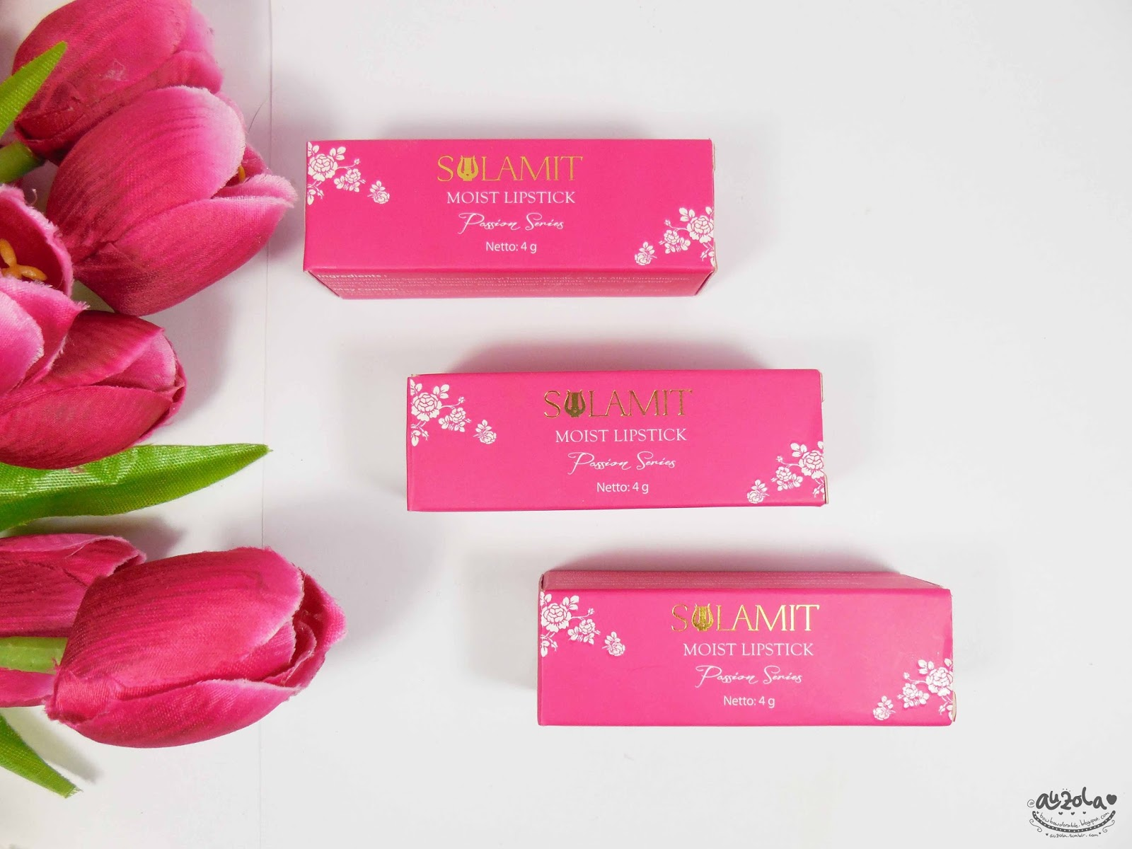 For a quite cheap product i found the box is pretty with fuchsia color bined with white and gold You can see the details of the product at sides of