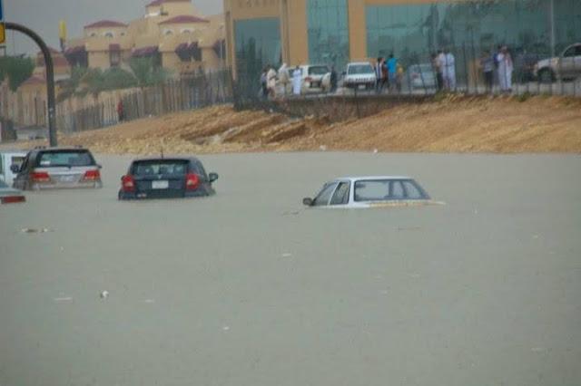Setelah Diguyur Hujan Lebat, Padang Pasir Di Saudi Berubah Jadi Lautan