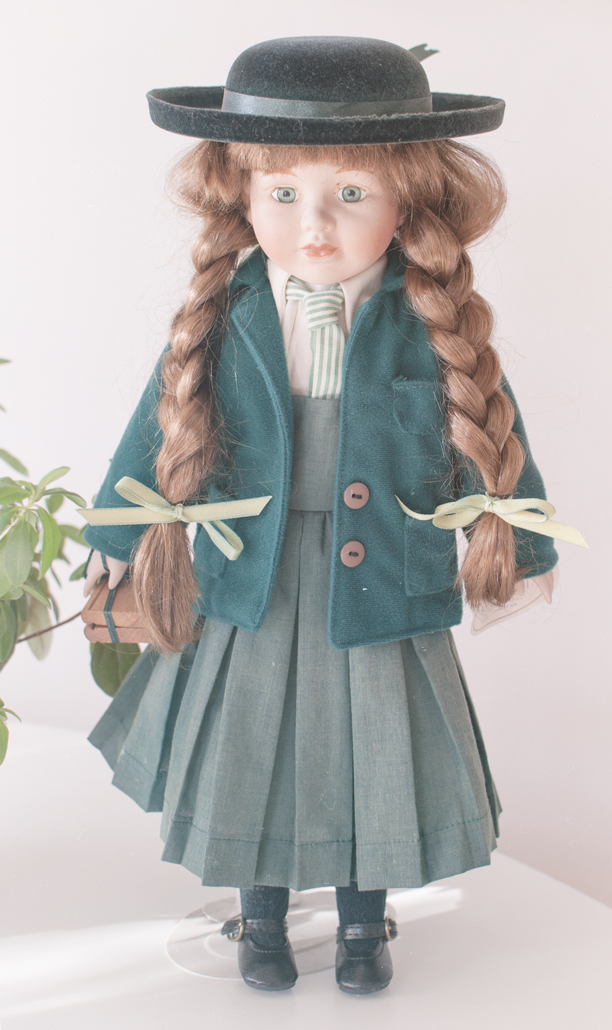 Leonardo collector's schoolgril porcelain doll