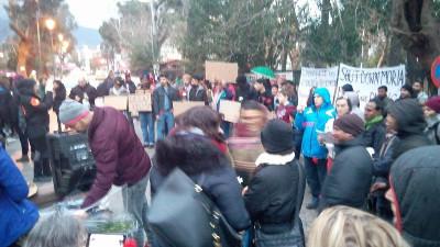 d474b942a45 Οι διαδηλωτές πραγματοποίησαν πορεία στο κέντρο της Μυτιλήνης. Περισσότερες  φωτογραφίες παρακάτω: