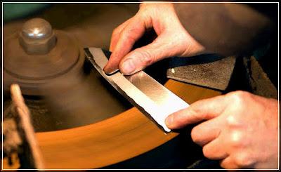Cara mengasah pisau stenlis