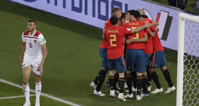 España avanza a los tumbos y jugará con Rusia