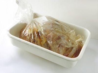 membungkus makanan panas dengan plastik