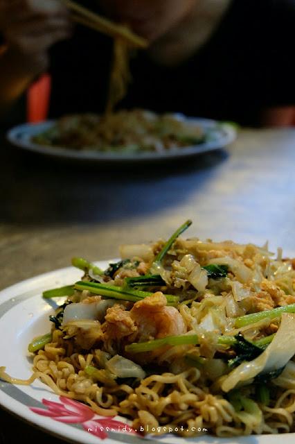 makan malam murah di night market siem reap
