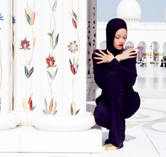 rihanna asked to leave abu dhabi mosque