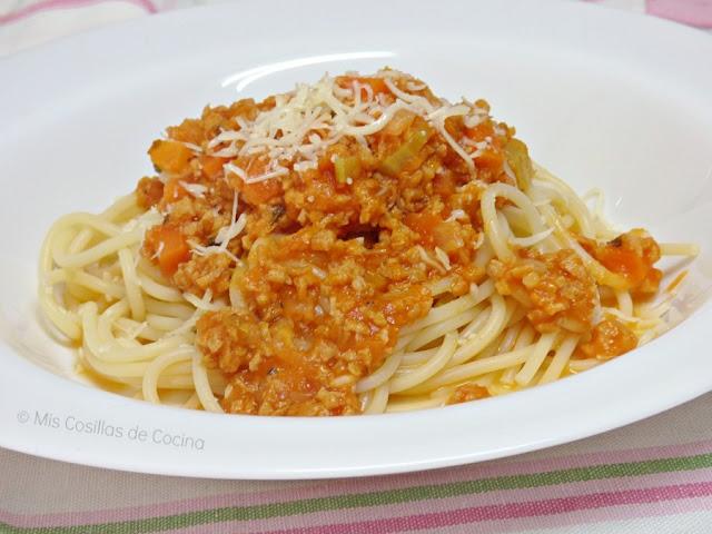 Espaguetis con salsa boloñesa vegetal