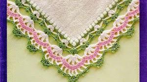 Bellas puntillas de decoración - con detalle de patrón para tejer en esquina