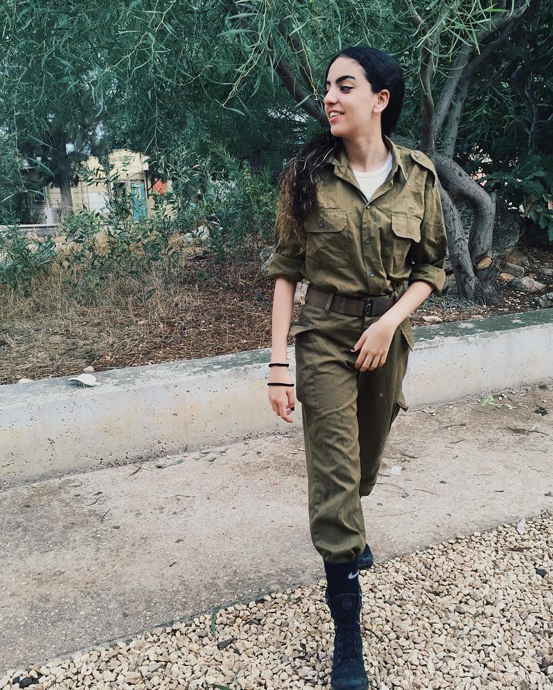 Single army women