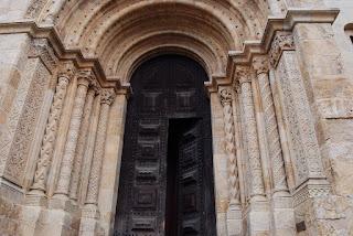 portail roman de la cathédrale