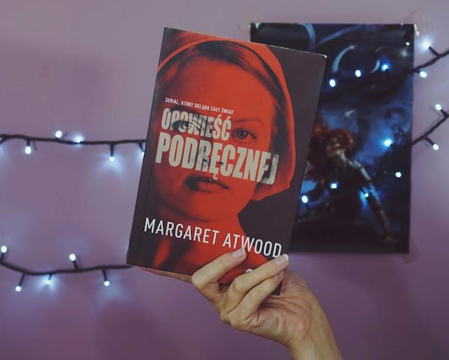 """""""Świat, który stał się piekłem dla kobiet"""" ~ Opowieść Podręcznej - Margaret Atwood    Recenzja"""