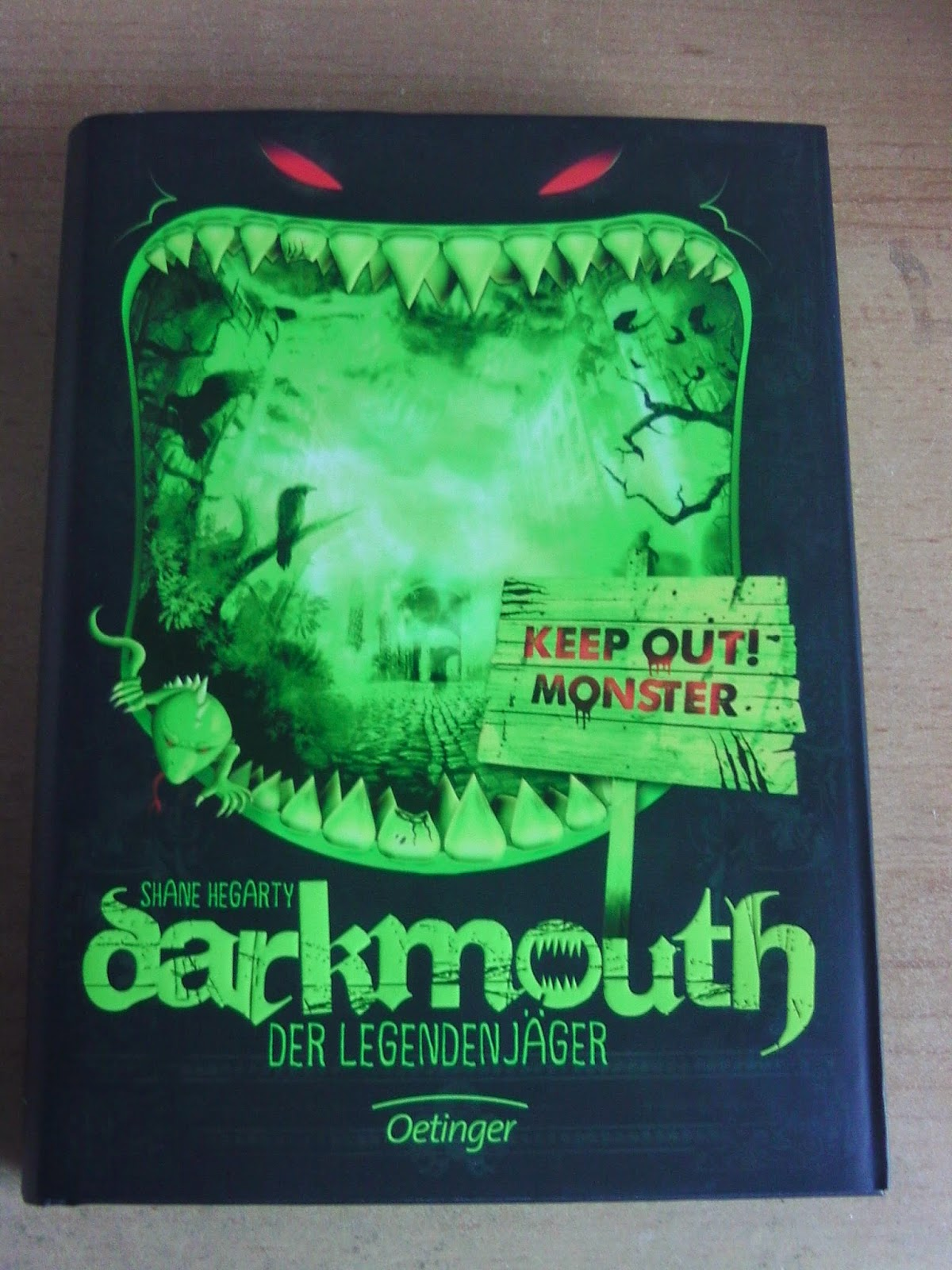 http://www.amazon.de/Darkmouth-Legendenj%C3%A4ger-Band-Shane-Hegarty/dp/3789137251/ref=sr_1_1?s=books&ie=UTF8&qid=1428998139&sr=1-1&keywords=darkmouth+-+der+legendenj%C3%A4ger+1