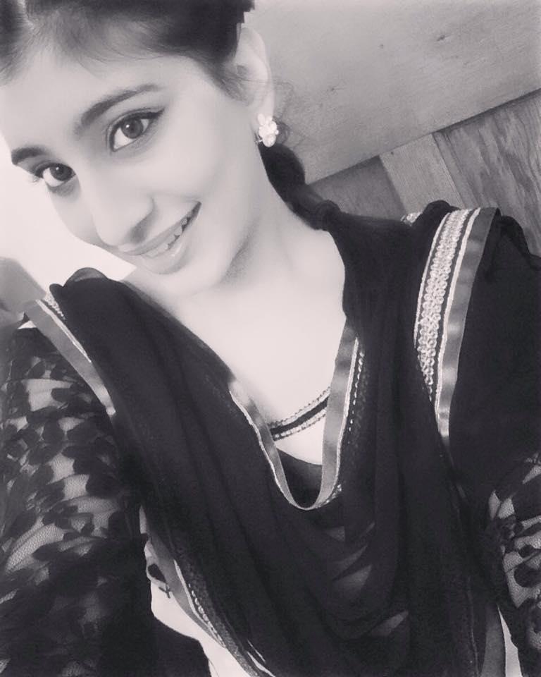 Leja Re 8d Song Download: Massi Song Lyrics - Sarika Gill, Desi Routz