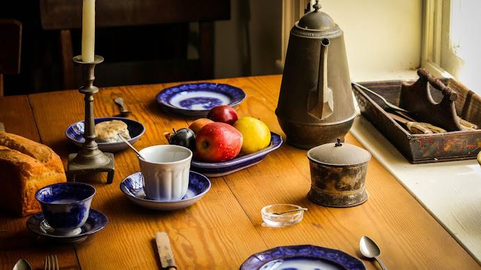 Wallpaper: Vintage Dinner Table