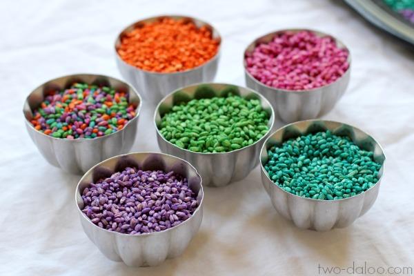 How to dye barley for sensory play