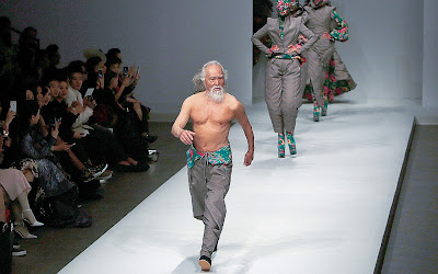 Ван Дешунь в 79 лет на China Fashion Week в Пекине. 2015