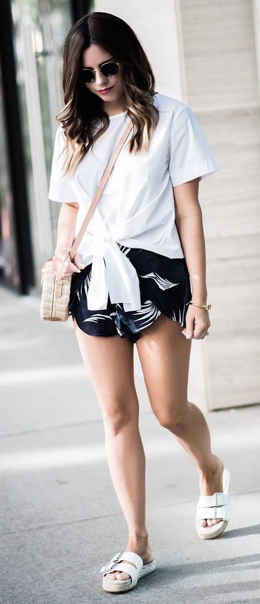 simple outfi: t-shirt + bag + shorts