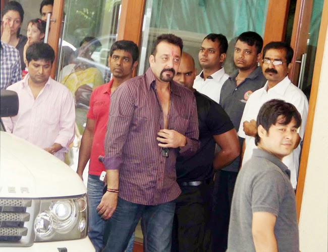 Sanjay Dutt leaves for jail with a tearful farewell