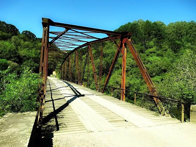 A Ponte de Ferro do Passo do Inferno, São Francisco de Paula: dá acesso ao Parque da Cachoeira