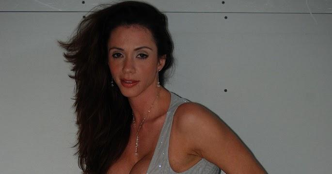 Latina Milf Ariella Ferrera bliver dækket af gipsstøv-4561