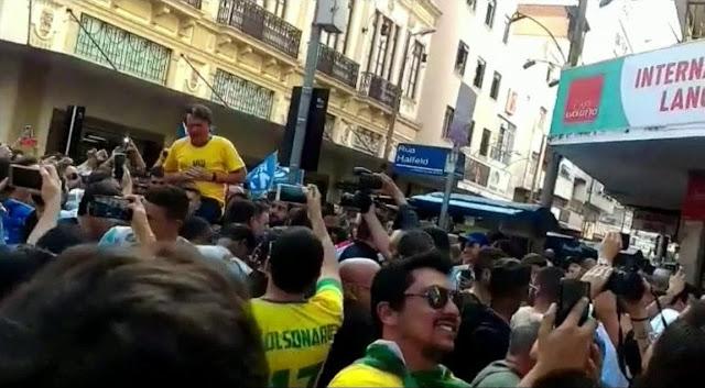 Bolsonaro leva facada em Juiz de Fora (MG)