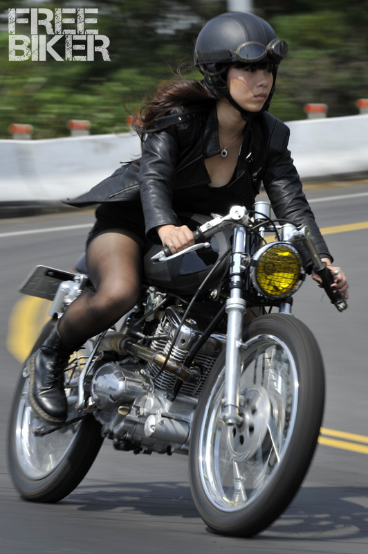 motorcycle girl 067 return of the cafe racers. Black Bedroom Furniture Sets. Home Design Ideas