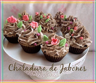 Jabón-natural-cupcake-trufa-Chaladura-de-jabones