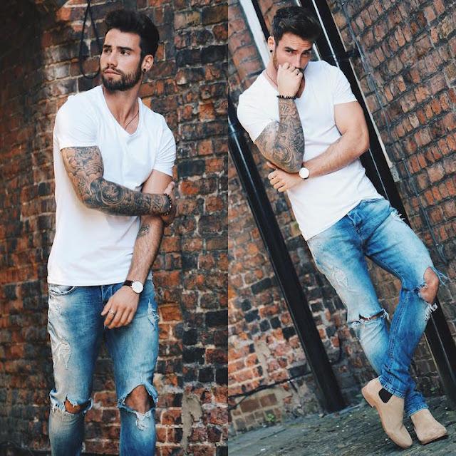 calças jeans rasgada masculina - look masculino com camiseta branca lisa (1)