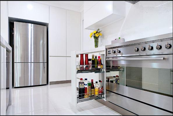 Phòng bếp trong thời kì hiện đại không thể thiếu phụ kiện tủ bếp inox 304