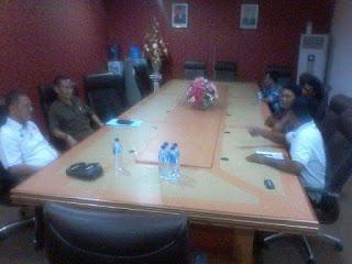 Tatap muka antara Komisi I DPRD Sulut dan para sopir angkot.