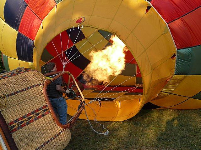 سقوط منطاد من على ارتفاع 50 قدم فى الولايات المتحدة الأمريكية