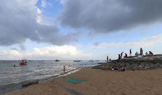 http://www.teluklove.com/2017/03/daya-tarik-objek-wisata-pantai-semawang.html