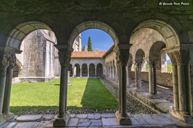 Galería Oeste del Claustro de la Catedral de Santa Maria en Saint Bertrand de Comminges, por El Guisante Verde Project